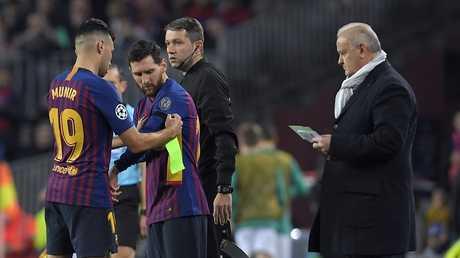 رسميا.. إشبيلية ينهي معاناة لاعب برشلونة