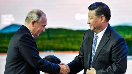أرشيف - بوتين وبينغ، خلال جلسة المنتدى الاقتصادي الشرقي في فلاديفوستوك، روسيا 12 سبتمبر 2018