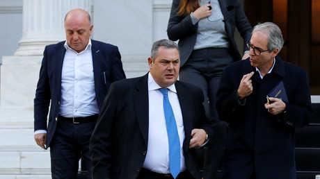 وزير الدفاع اليوناني بانوس كامينوس بعد لقائه رئيس الوزراء أليكسيس تسيبراس في أثينا، 13 يناير 2019
