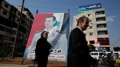 لافتة مع صورة بشار الأسد - صورة أرشيفية