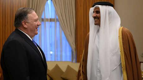 وزير الخارجية الأمريكي، مايك بومبيو، خلال لقائه في الدوحة مع أمير قطر، الشيخ تميم بن حمد آل ثاني