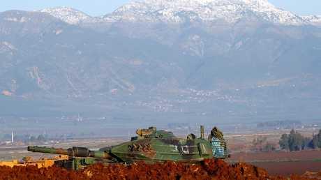 دبابة تركية على الحدود مع سوريا - أرشيف