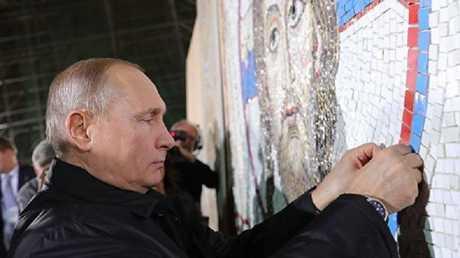 بوتين يكمل لوحة فسيفساء تجسد السيد المسيح في بلغراد