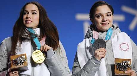 بطلتا روسيا للتزحلق الفني على الجليد تظهران في لعبة يابانية