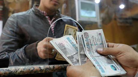 لماذا يهبط الدولار أمام الجنيه المصري؟