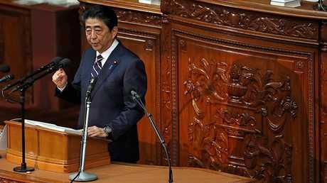 رئيس الوزراء الياباني شينزو آبي متحدثا أمام مجلس النواب