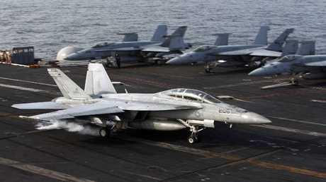 حاملة طائرات أمريكية - أرشيف