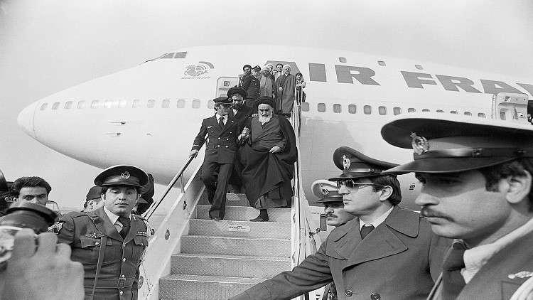 أول رئيس إيراني يروي اللحظات الأخيرة قبل عودة الخميني إلى إيران عشية الثورة