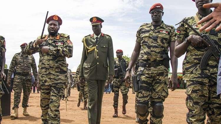 رئيس جنوب السودان يتفقد قوات الجيش - أرشيف