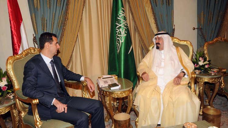 العاهل السعودي السابق، الملك عبد الله بن عبد العزيز، والرئيس السوري، بشار الأسد، خلال لقائهما في الرياض يوم 17 أكتوبر 2010
