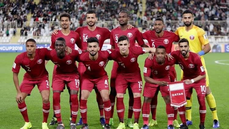 الغارديان: الإمارات تحتجز بريطانيا ارتدى قميص قطر في كأس آسيا