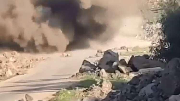 شاهد.. لحظة تفجير حاجز للجيش السوري في درعا
