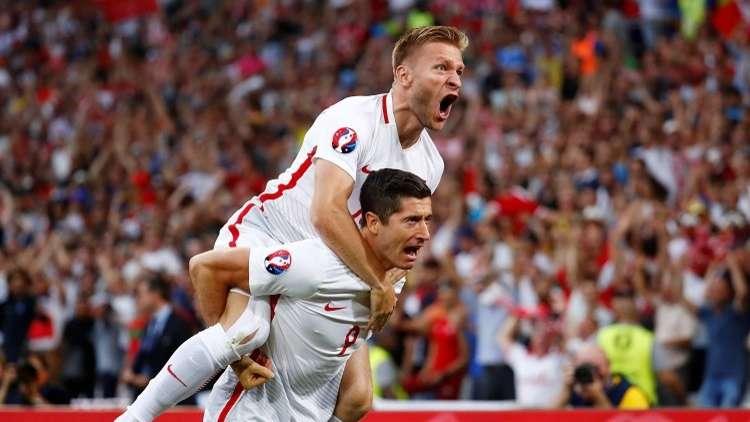 لاعب دولي بولندي يطالب بالحد الأدنى من الراتب الشهري لغرض نبيل
