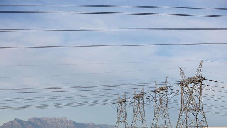 إيران تمدد عقد التزود بالكهرباء مع العراق