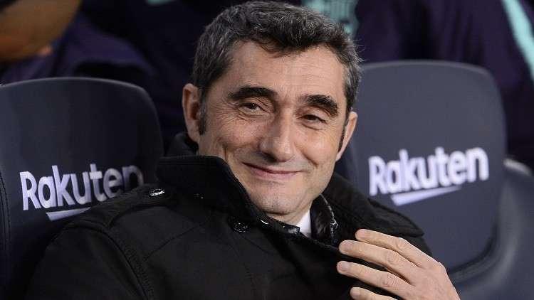 احتفال طريف لمدرب برشلونة بعيد ميلاده