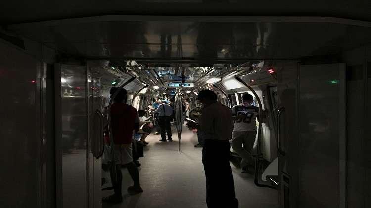 شبه عارية تثير ركاب مترو في دولة آسيوية! (صور)