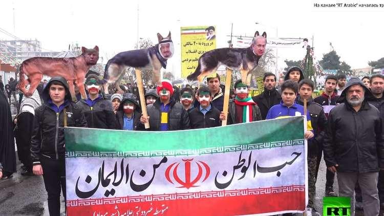 شاهد: اللافتات المناهضة للسعودية والولايات المتحدة وإسرائيل في ذكرى الثورة الإسلامية الإيرانية