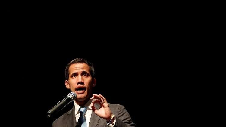 رغم فرضها عقوبات قاسية على فنزويلا.. أمريكا تغدق على جماعة غوايدو المعارضة بمساعداتها