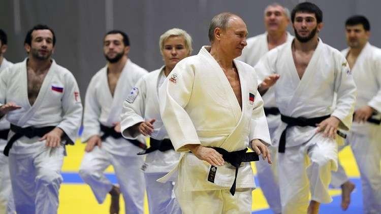 شاهد.. بوتين يعود لبساط الجودو ويتدرب مع أعضاء المنتخب الروسي للعبة