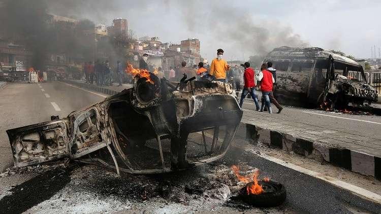 هجوم انتحاري يوقع 44 قتيلا في كشمير