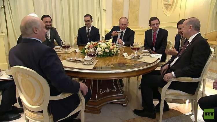 شاهد.. جلسة شاي تجمع بوتين وأردوغان وروحاني ولوكاشينكو