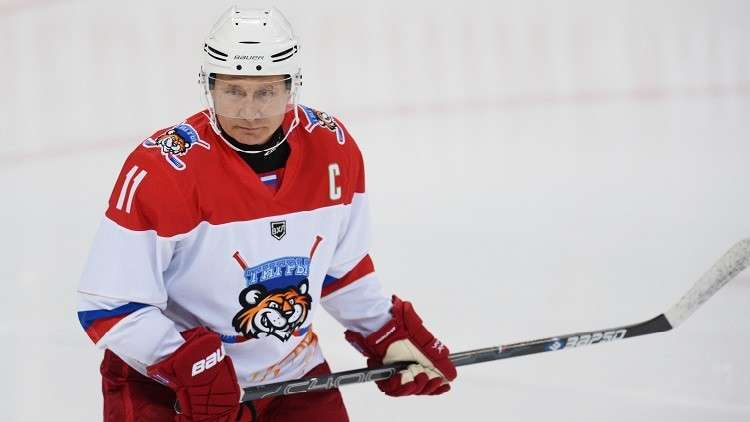 شاهد.. بوتين يلعب الهوكي مع نظيره البيلاروسي
