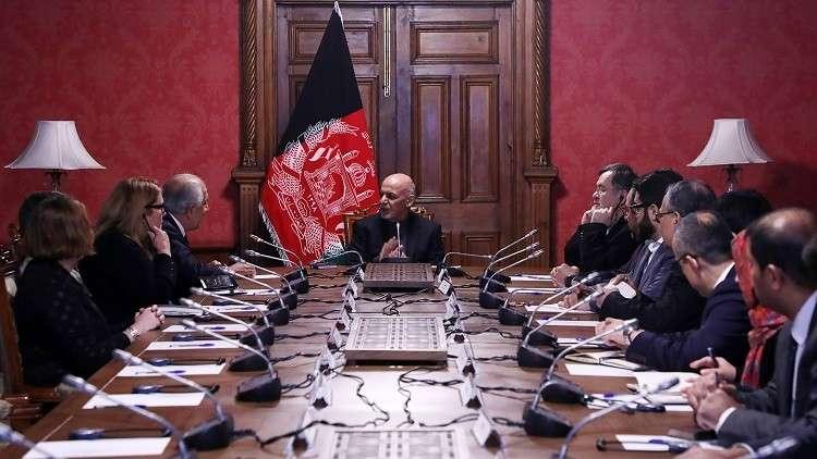 الرئيس الأفغاني أشرف غني يستقبل المبعوث الأمريكي زلماي خليل زاده