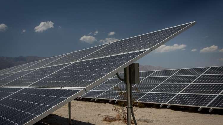 حمص السورية.. إنارة الأحياء المتضررة بالطاقة الشمسية