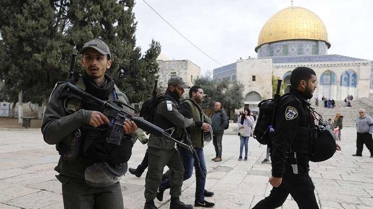 الجيش الإسرائيلي يقتحم المسجد الأقصى ويطرد حراسه (فيديو+صور)