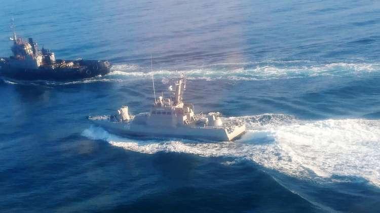سفينتان حربيتان أوكرانيتان تتوجهان إلى مضيق كيرتش