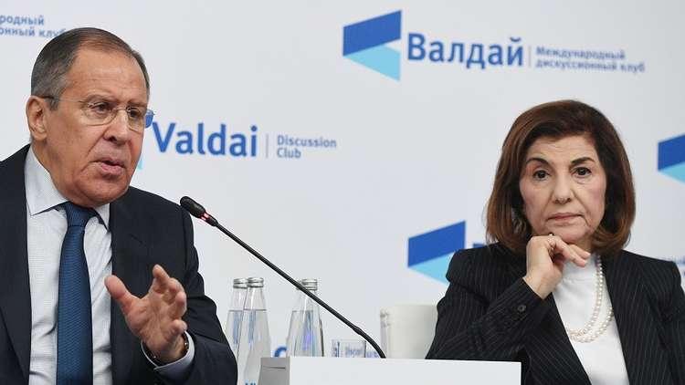 وزير الخارجية الروسي، سيرغي لافروف، ومستشارة الرئيس السوري للشؤون السياسية والإعلام، بثينة شعبان