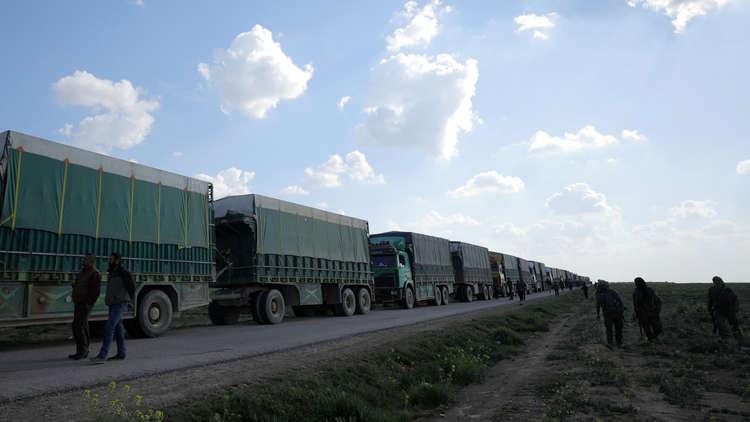 خروج شاحنات تحمل مدنيين من آخر معاقل