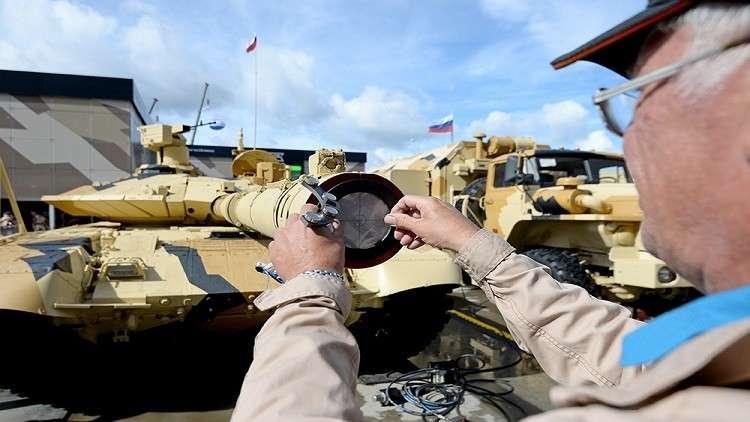 بالفيديو.. روسيا تزيح الستار عن أسرار أحدث دباباتها