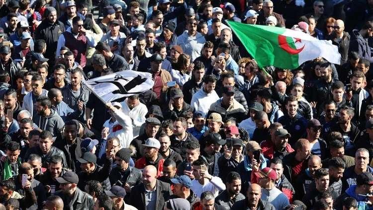 الجزائر.. رئيسة تحرير إذاعة حكومية تستقيل لعدم تغطية الاحتجاجات ضد بوتفليقة