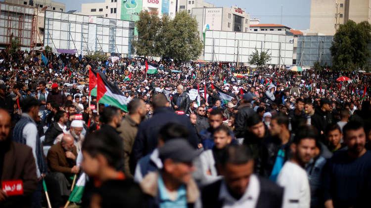 مظاهرة معارضة لمحمود عباس في غزة