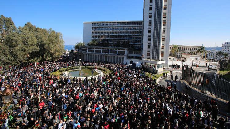 استقالة مدير جريدة جزائرية موالية لبوتفليقة بسبب المظاهرات