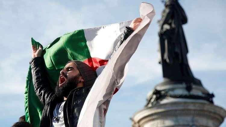إعلاميون جزائريون يحتجون على تغطية ترشح بوتفليقة