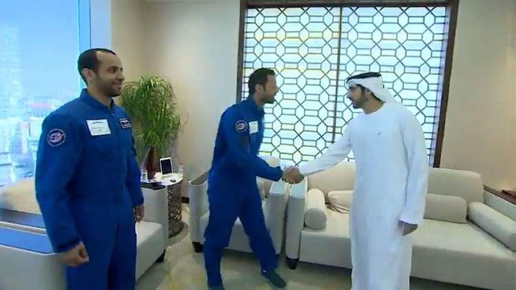 شاهد.. ولي عهد دبي حمدان بن محمد بن راشد آل مكتوم يلتقي أول رائدي فضاء إماراتيين