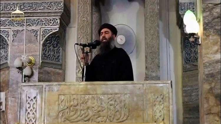 أرشيف - أبو بكر البغدادي في مسجد بالموصل بالعراق