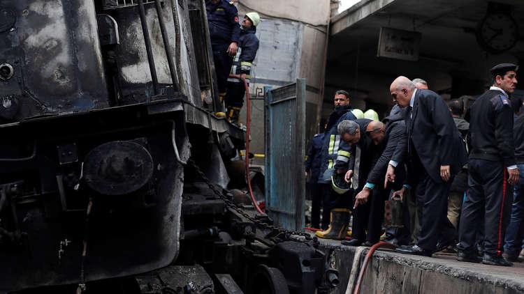 شاهد.. صورة أصابت الجميع بالاستياء في مصر عقب حادث محطة القطارات!