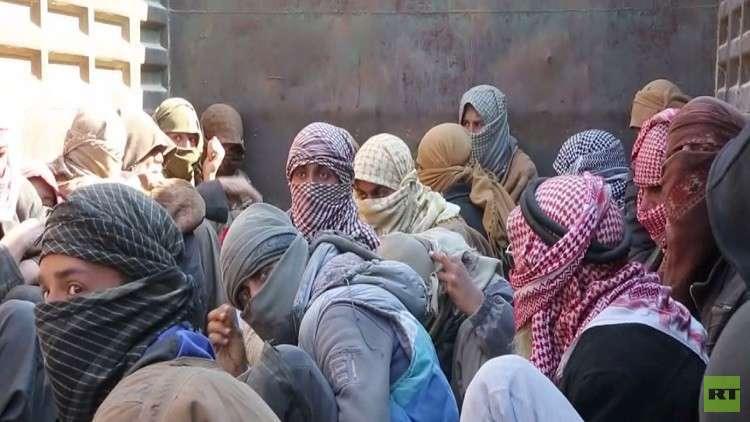 استسـلام مقاتلي داعـش فـي بلدة الباغوز