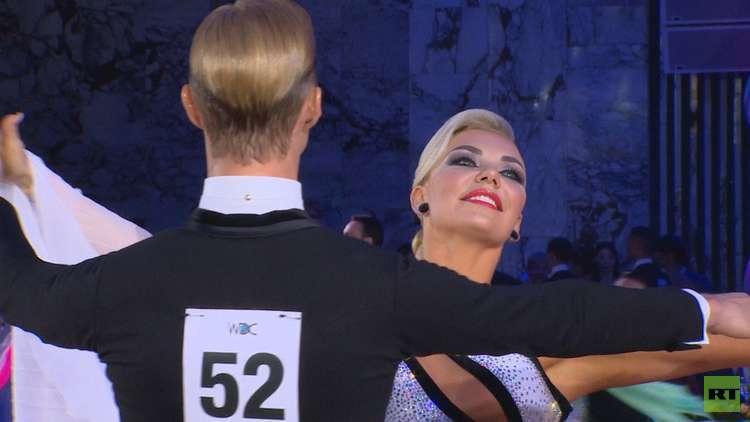 رقصات بولروم: من رشاقة الفالس الأوروبي إلى هيام الرومبا الكوبية