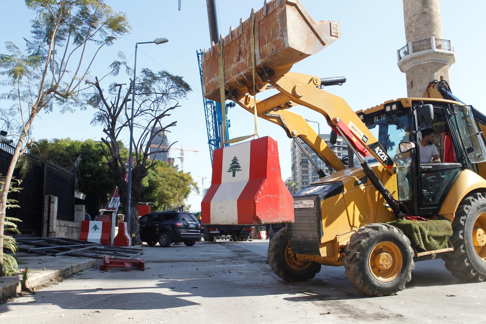 الداخلية اللبنانية تزيل حواجز أمنية خنقت المرور لسنوات في
