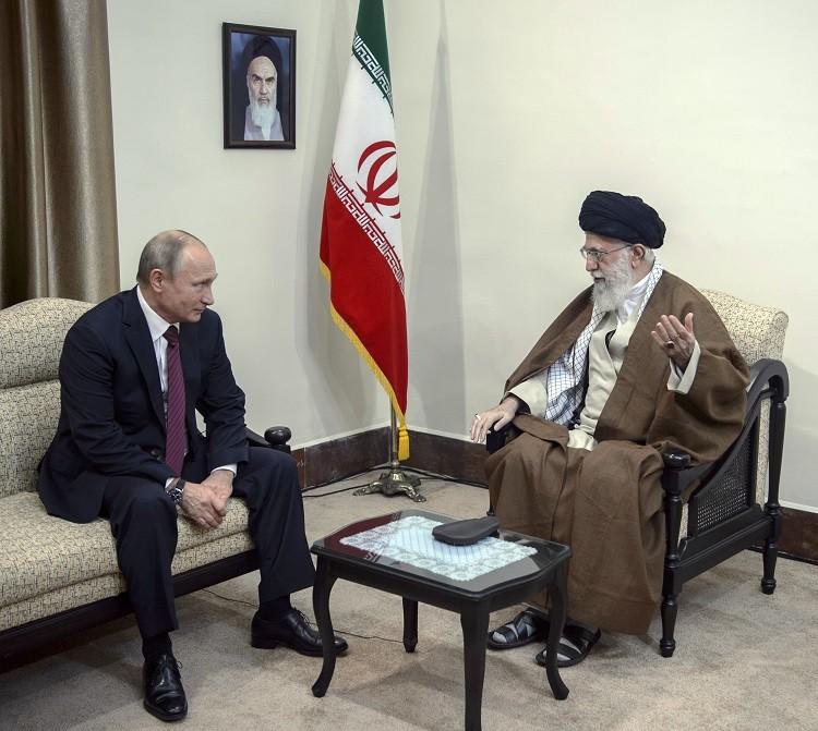 أرشيف - بوتين  مع خامنئي في طهران، 1 نوفمبر 2017