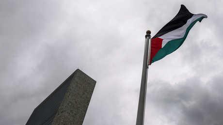 علم فلسطين أمام مقر الأمم المتحدة في نيويورك