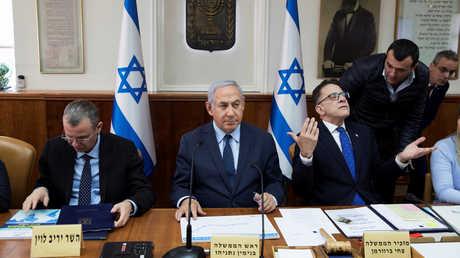 رئيس الوزراء الإسرائيلي بنيامين نتنياهو أثناء جلسة أسبوعية للحكومة