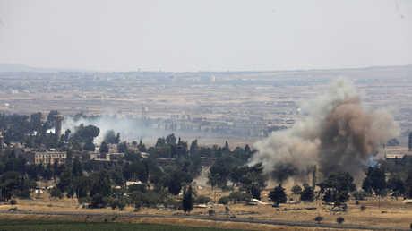 دخان يتصاعد من ريف محافظة القنيطرة السورية جراء انفجار (صورة أرشيفية)