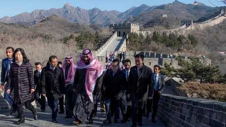 ولي العهد السعودي الأمير محمد بن سلمان خلال زيارته إلى سور الصين العظيم في بكين،21 فبراير 2019
