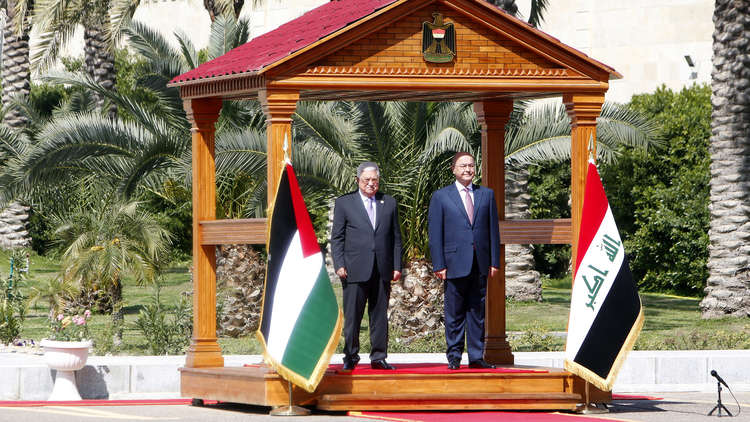 الرئيس العراقي برهم صالح خلال استقباله نظيره الفلسطيني محمود عباس في العاصمة العراقية بغداد