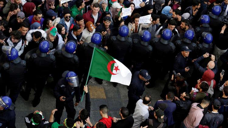 الاتحاد الأوروبي يدعو السلطات الجزائرية إلى احترام حق التظاهر